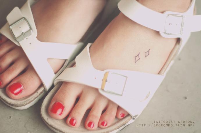 minimalistic-feminine-discreet-tattoo-seoeon-16