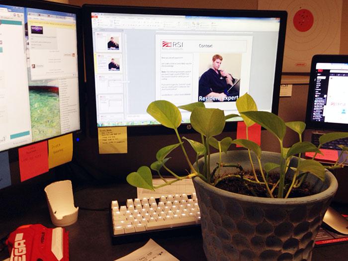 kolega-strazi-kolegyni-kvet (11)