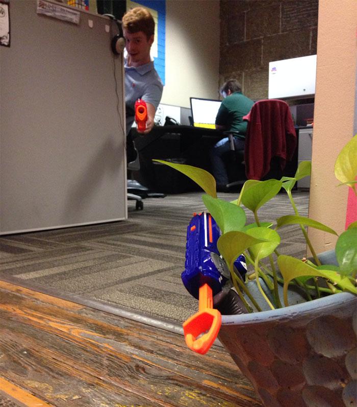 kolega-strazi-kolegyni-kvet (18)