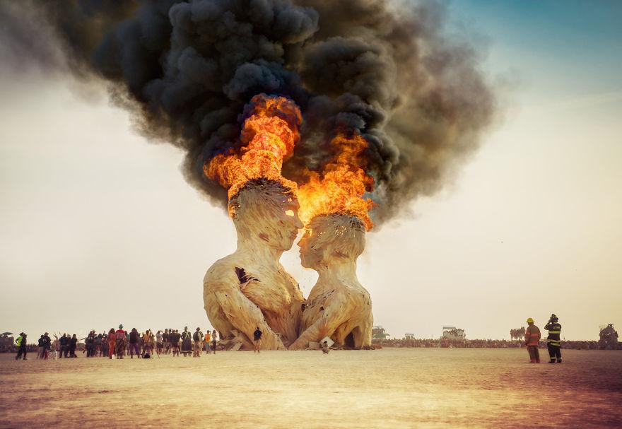 unique-festivals-around-the-world-burning-man-trey-ratcliff-11__880
