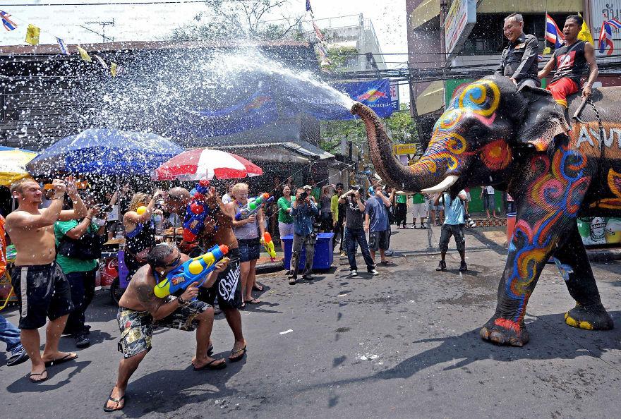 unique-festivals-around-the-world-songkran-water-festival-thailand__880