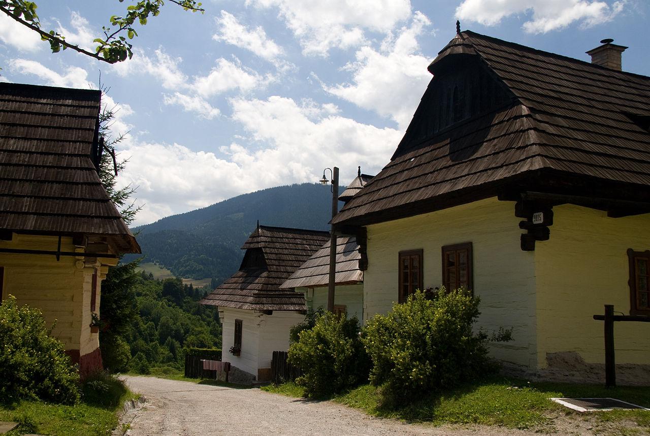 1280px-Vlkolínec_Slovakia_019