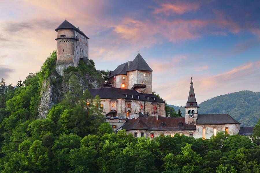 1361297304_bigstock-Beautiful-Slovakia-Castle-At-S-40926910