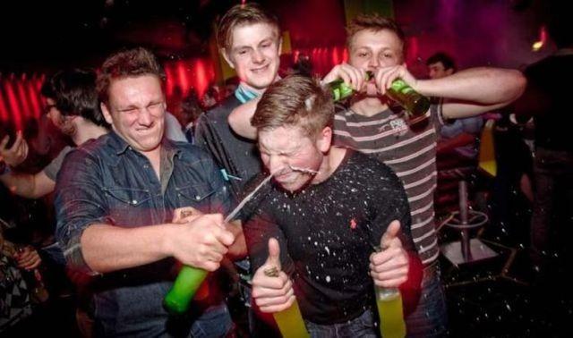 trápne fotky z párty (2)