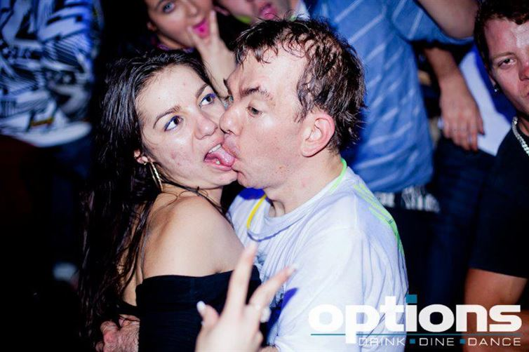 trápne fotky z párty (9)