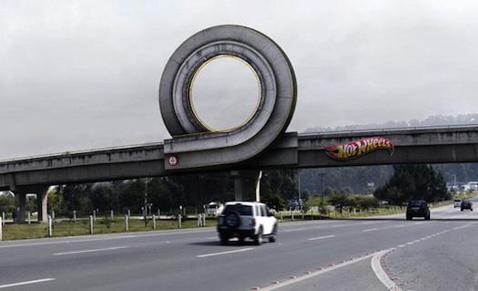 super reklamne plagaty na ulici (9)