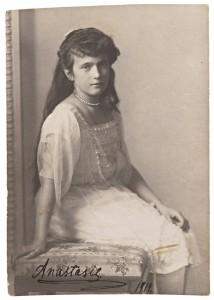 Princess_Anastasia_Nikolaevna_1914_portrait