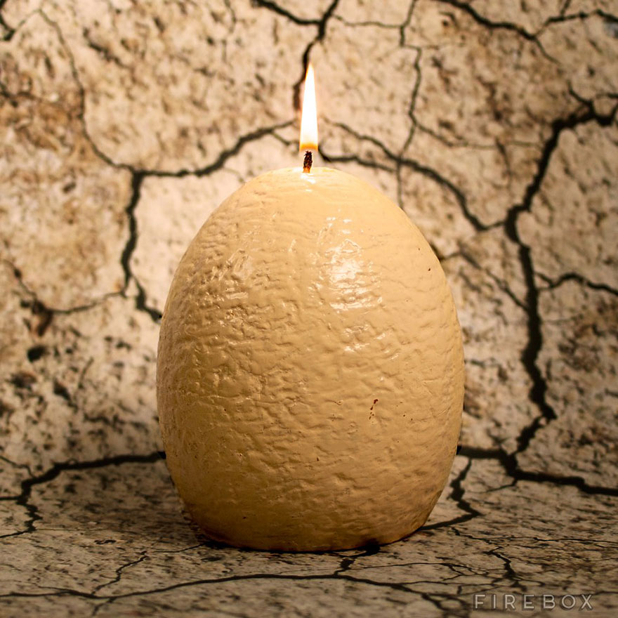 sviečka v tvare dinosaurieho vajca (3)