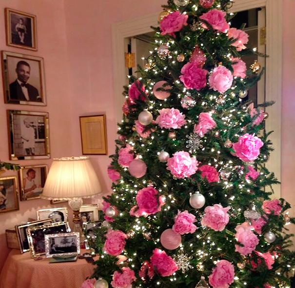vianočný stromček zdobený kvetmi (12)