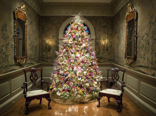 vianočný stromček zdobený kvetmi (5)