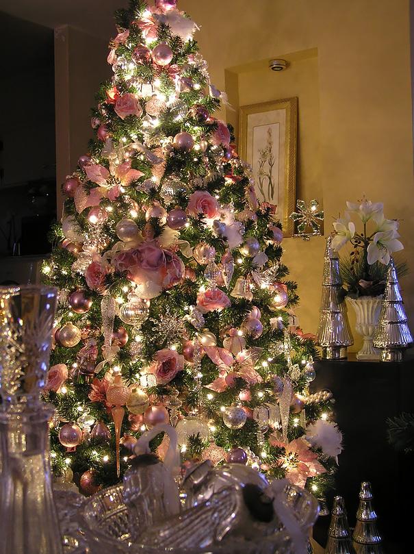 vianočný stromček zdobený kvetmi (8)