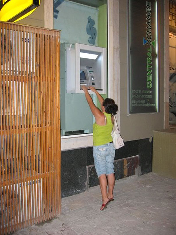 vyber z bankomatu (10)