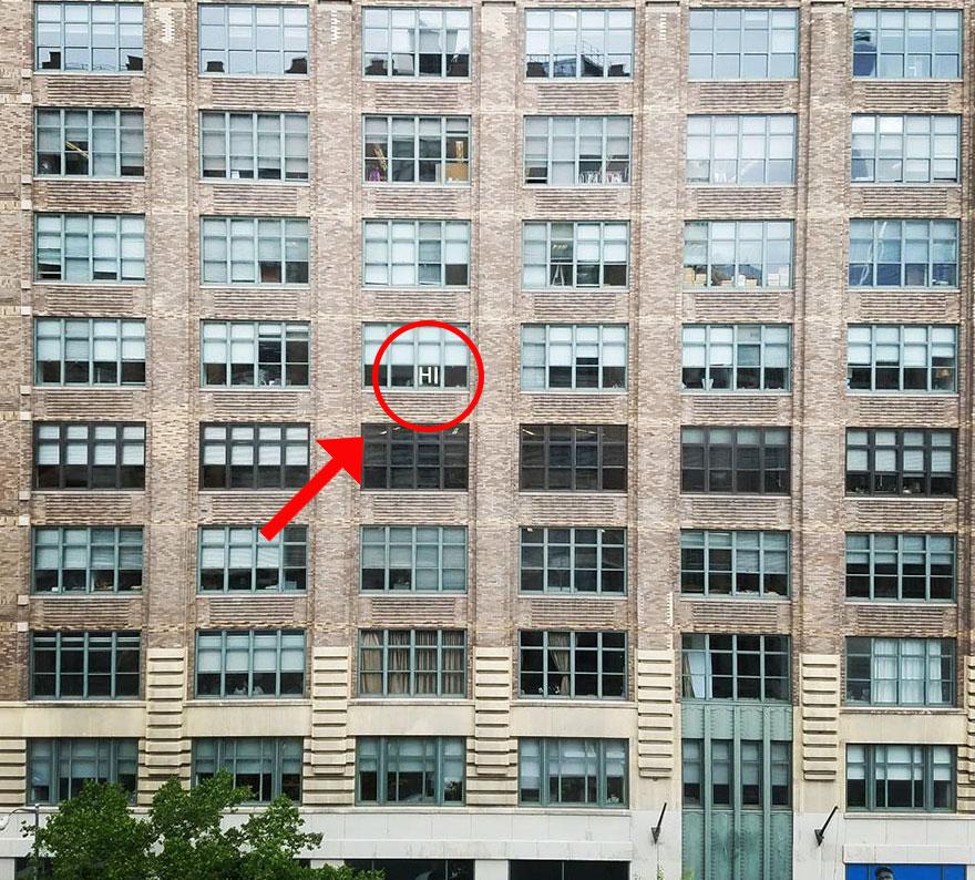 vojna papierikov na oknach (1)