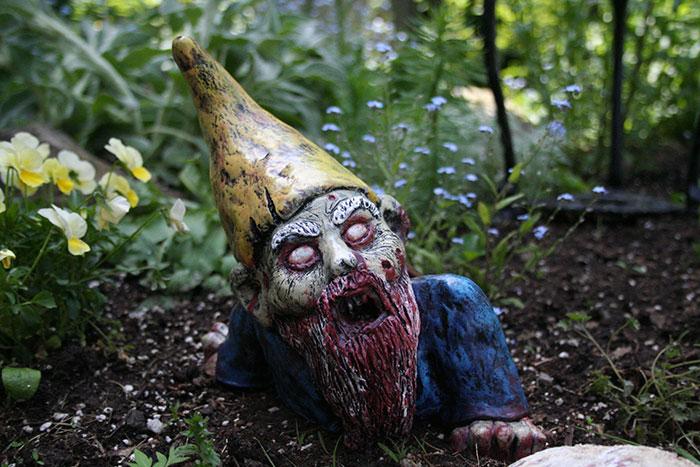 zombie záhradní trpaslíci (1)