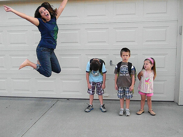 rodicia posielaju deti do skoly (4)
